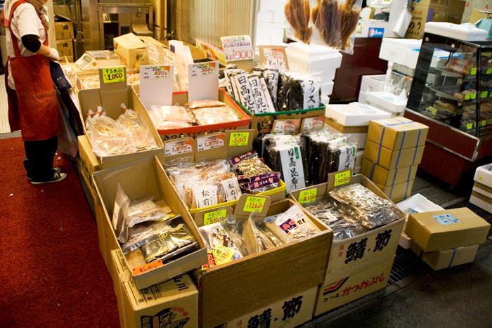 Tiendas de utensilios y pescado seco en el Mercado de Tsukiji