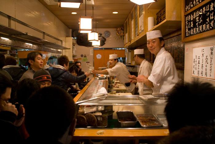 restaurante-sushi-dai-mercado-tsukiji-interior