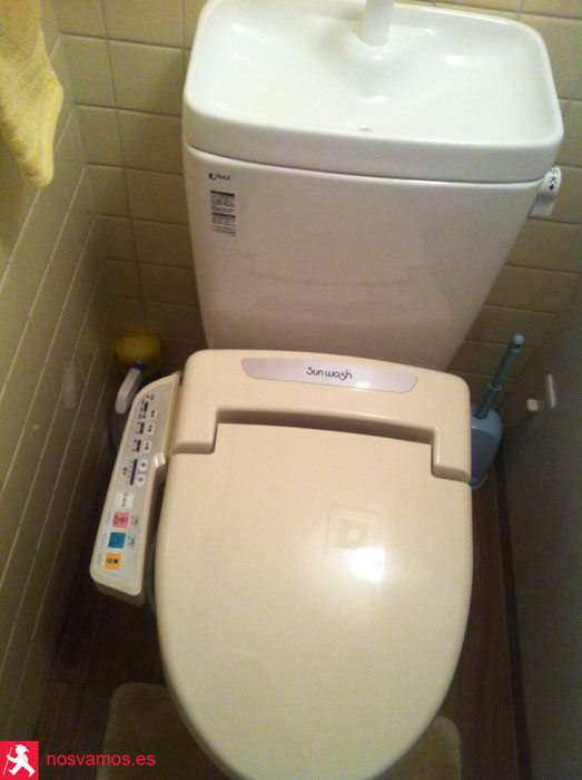 Famosa baza japonésa con todos sus útiles de higiene personal