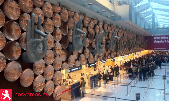 Controles de seguridad en el aeropuerto de Delhi