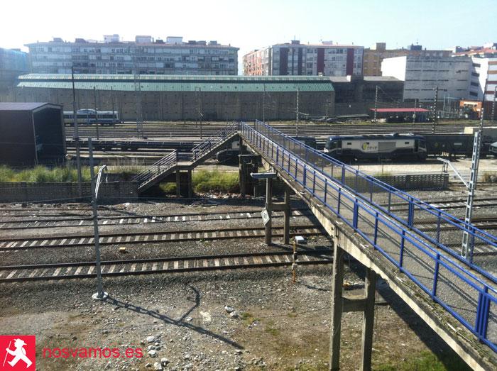 Pasarela sobre las vías del tren. Santander