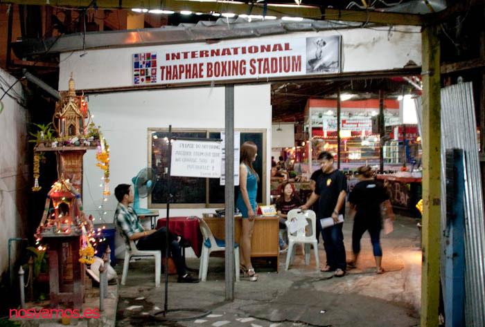 Entrada al Thaphae Boxing Stadium