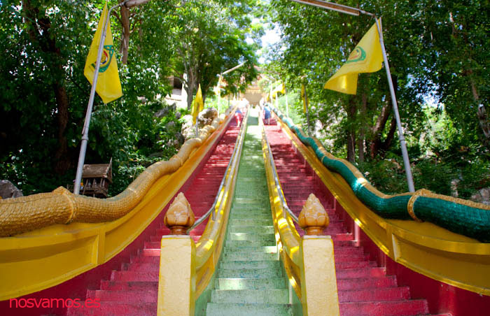 Escaleras para acceder, tomadlo con calma