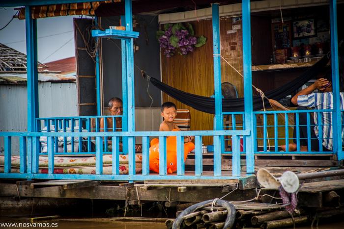 En cualquier parte de Camboya sorprende la cantidad de niños y niñas pequeños