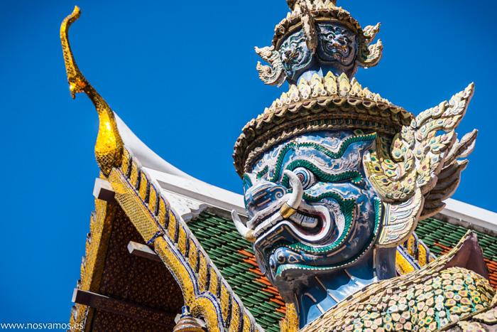 Detalle de los guerreros a la entrada del Palacio real de Bangkok