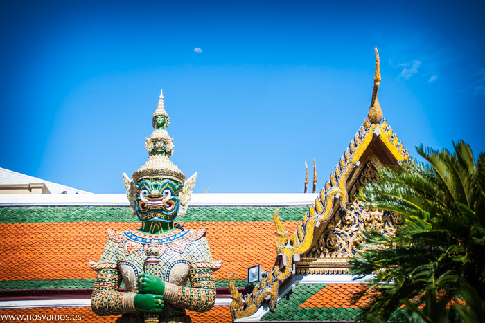 Guerreros a la entrada del Palacio real de Bangkok
