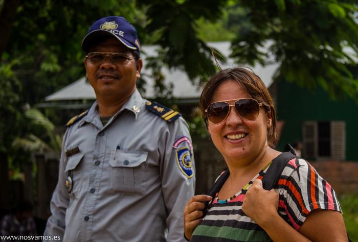 Sobre la policia de Camboya se pueden decir muchas cosas, en este caso, nos informó del 'precio'
