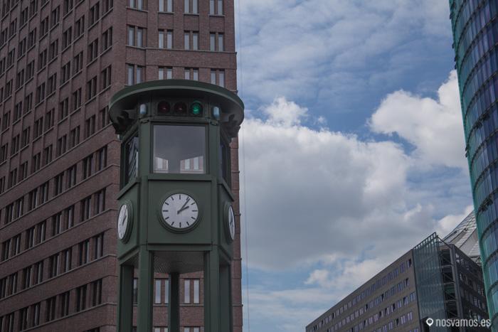 Réplica del semáforo en la Podstamer Platz