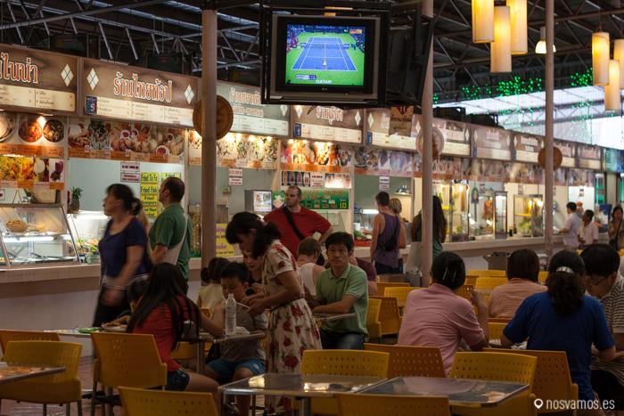 Algunos de los restaurantes que hay a la entrada, los del fondo molan más ;)