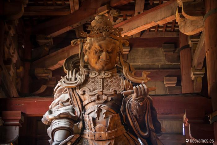 Koumokuten, uno de los guerreros que custodian al Gran Buda