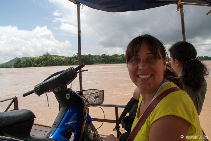 En la barca, en esta también se cruzan motos :D