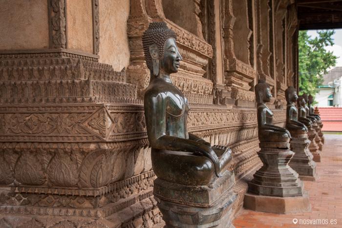 Budas en el exterior del Haw Pha Kaew © Juan José Cacho