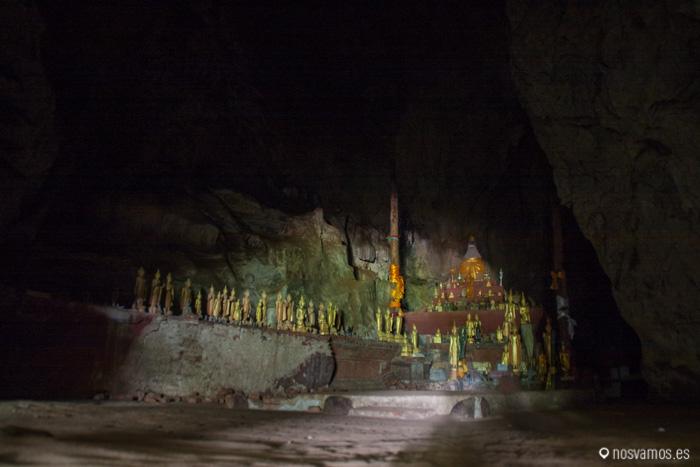 Entrada de la cueva superior, sin linternas no somos nada