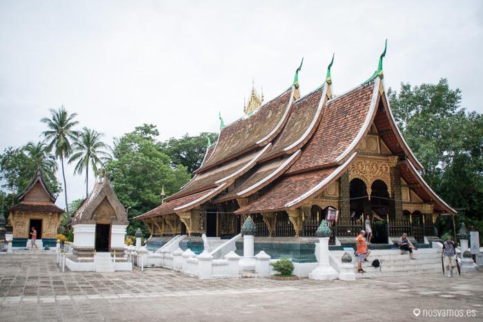 Vista del templo desde la entrada pegada al Mekong © Juan José Cacho