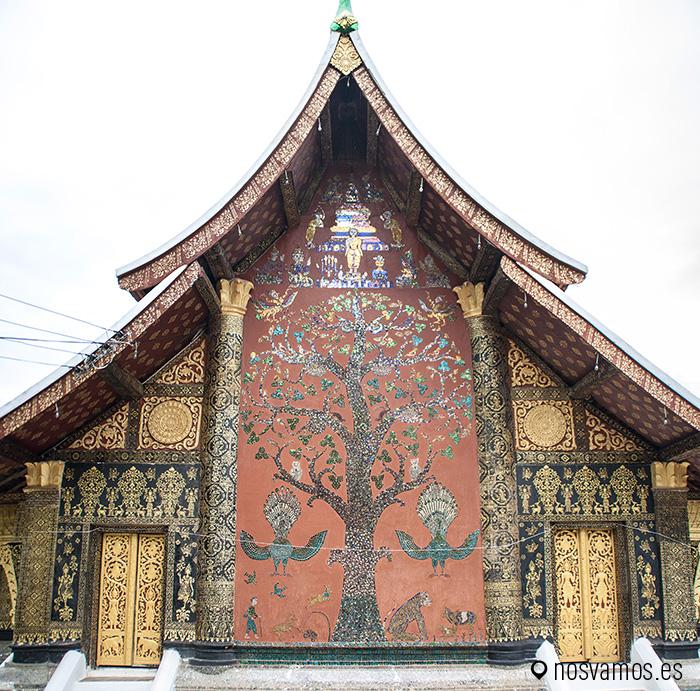 El árbol de la vida  en la fachada trasera del templo © Juan José Cacho