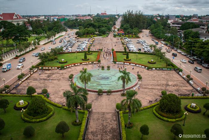 Jardines vistos desde lo alto del Arco del triunfo de Vientiane