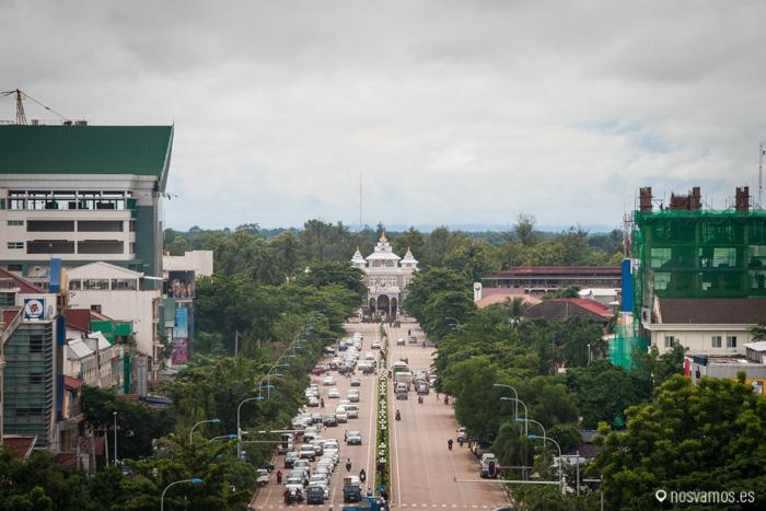 Al final de la avenida Lane Xang está el Palacio Presidencial