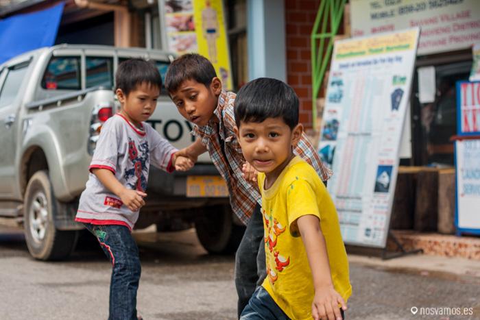 Niños jugando ;)