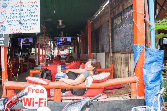 """En uno de los bares de Vang Vieng viendo """"friends"""""""