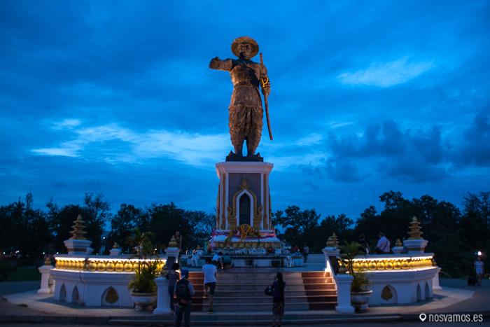 Parque y estatu de Chao Anouvong, gobernante Laosiano entre 1804 hasta 1829
