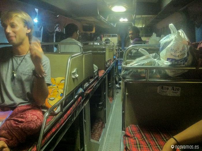 Nuestro bus sleeper desde Vientiane a Pakse