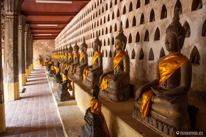 Miles de Estatuillas de Buda en los nichos del Wat Si Saket © Juan José Cacho