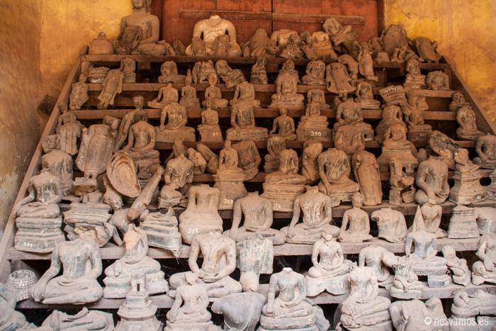 'Celda' con estatuas rotas de Buda © Juan José Cacho