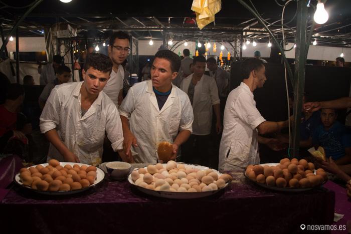 Panes con patata cocida y huevo, un básico