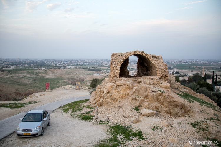 Recorriendo Cisjordania, un camino de montaña entre Jericó y Ramala