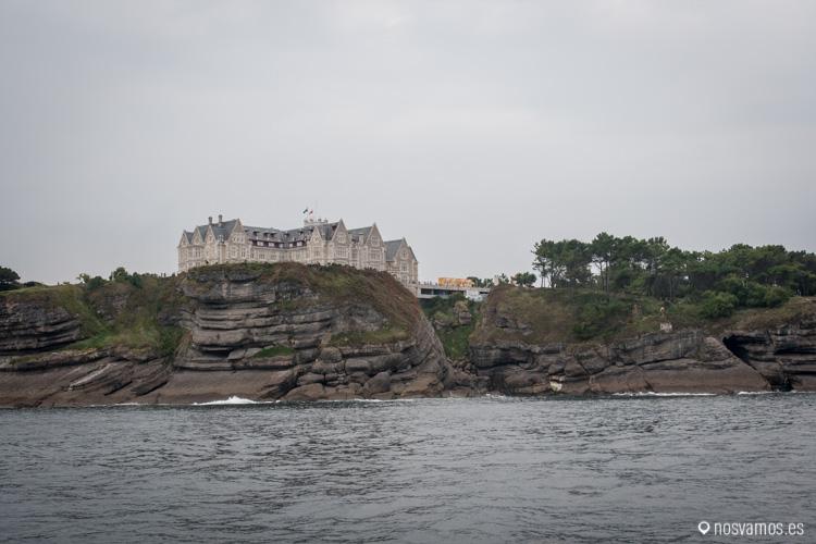 El Palacio de la Magdalena visto desde el mar Cantábrico