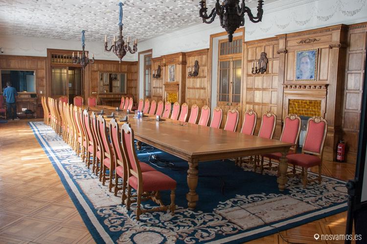 Sala Mouro del Palacio de la Magdalena con su enorme mesa