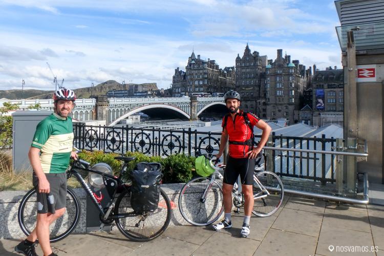 Con Diego en Edimburgo, a punto de comenzar el viaje