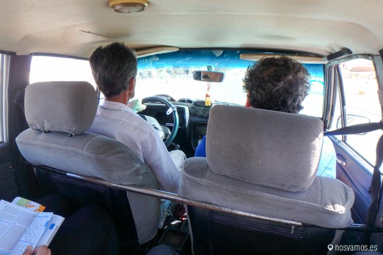 Iñigo con nuestro taxista Hosein