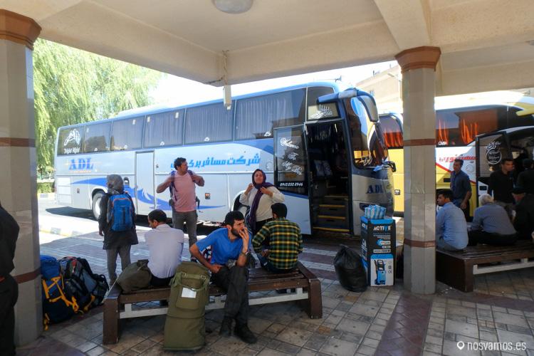 Esperando en la estación de Isfahan