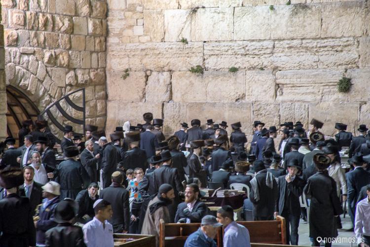 Muro de las lamentaciones durante la oración del Sabbath