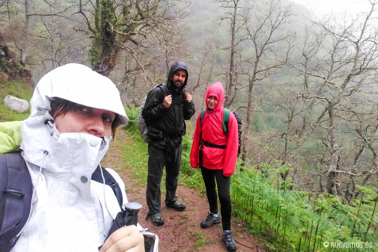 En la subida desde Cicera nos llovió un rato, una hora más o menos, importante en chubasquero en estas rutas